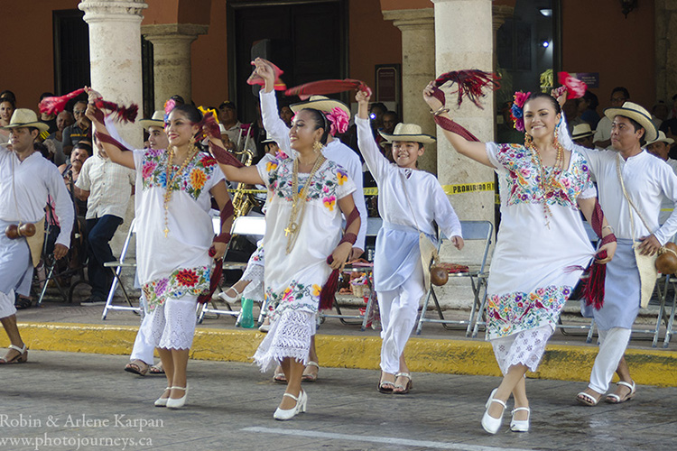 Folkloric dancers in Merida, Mexcio