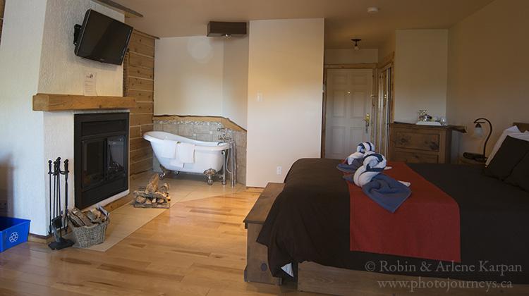 Guest room with a huge bathtub next  Auberge du Vieux Moulin, Quebec